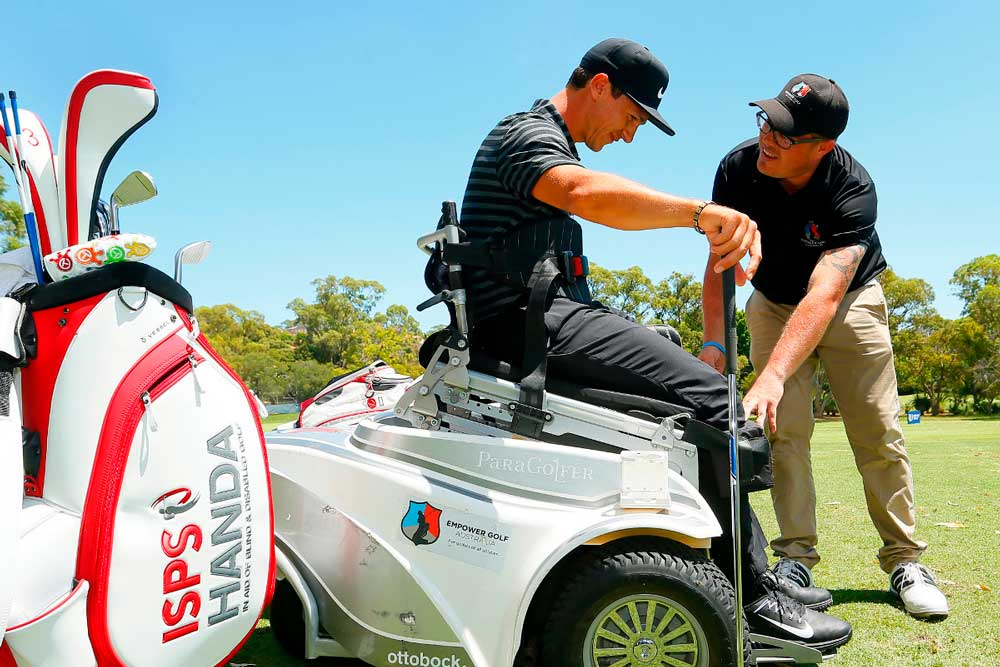 pricing feature image, a player being assisted by a coach on the course, player using paragolfer